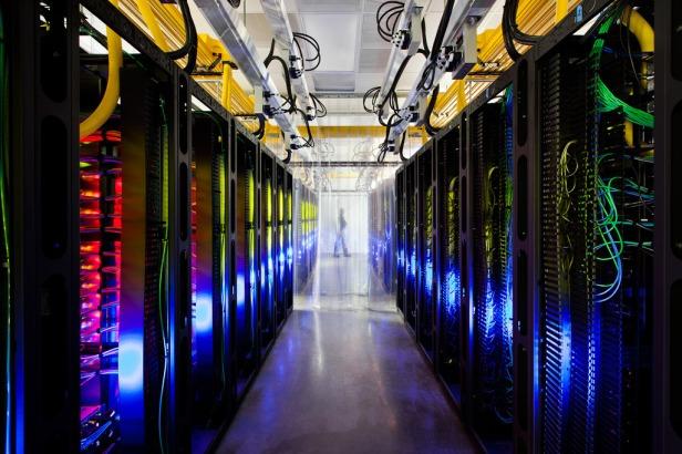 Ruang di dalam pusat data google - www.dankerizer.com