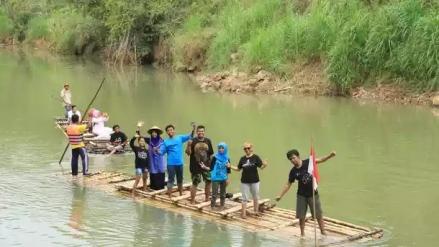 Naik gethek di sungai Oya