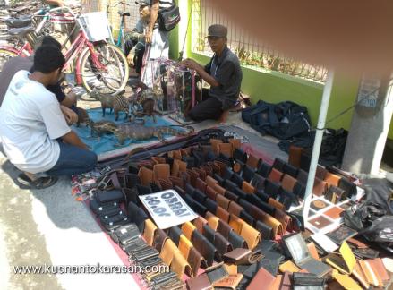 Penjual dompet