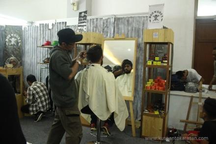 Ada juga booth potong rambut