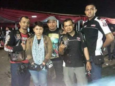 Dewi bersama rekan bikers