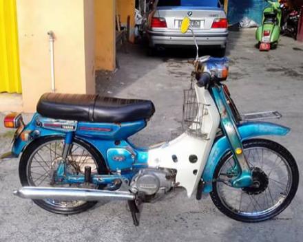 Motor yamaha 75 warna biru