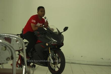 Syamsul Arifin saat memberiksn 'coaching clinic pada riders club CBR saat acara All New Honda CBR 250RR Fun Race