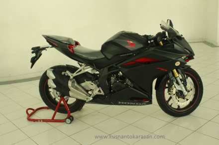 Tampa samping kanan all new CBR 250RR