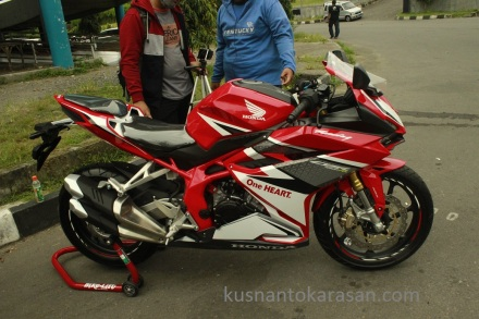 Honda CBR 250RR warna red racing