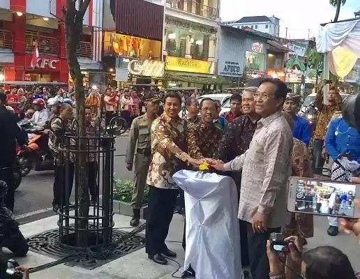 Sri Sultan HB X meresmikan pedestrian Malioboro - krjogja.com