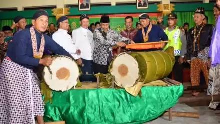 Lemper raksasa di acara Rebo Pungkasan (Disbudpar-Bantul)