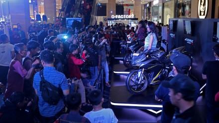 6, 5,4,6 - Pengunjung kegiatan Regional Public Launching All New Honda CBR250RR di Hartono Mall Yogyakarta (28-29/1) dapat berpartisipasi langsung dalam beragam kegiatan yang telah disediakan mulai dari pertunjukan sulap, breakdance competition, hingga photo contest.