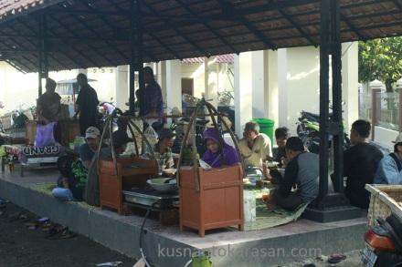 Penjual tongseng kambing Di pasar Hewan Pandak