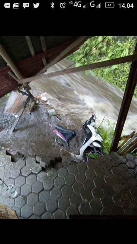 Motor+warung bensin jatuh ke sungai, Jl Jatirejo Mlati Sleman