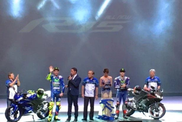 Valentino Rossi bersama Maverick Vinales memperkenalkan All New Yamaha R15 di Jakarta