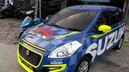 Suzuki Ertiga di cat warna Suzuki GSX-R 150 warna biru team Suzuki Ecstar...keren