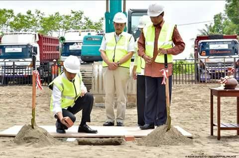 Presiden RI Joko Widodo saat melakukan peletakan batu pertama sebagai ditandai dimulainya pembangunan Bandara NYIA Kulon progo Yogyakarta